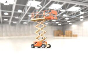 Podnośniki koszowe (boom lifts), podnośniki nożycowe (scissor lifts) - popularne podesty ruchome do prac na wysokości